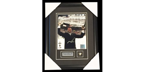 Mario Lemieux signed 8x10 Stanley Cup picture in frame (JSA - E86359)