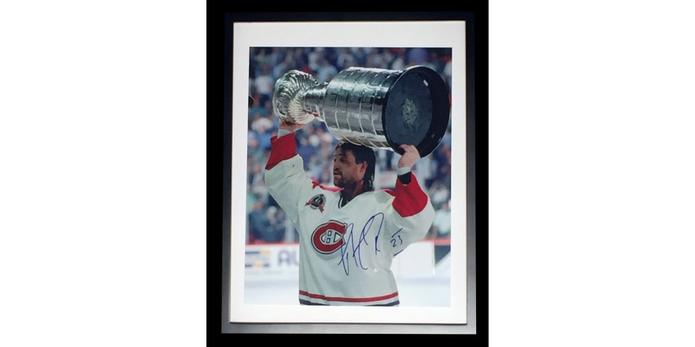 patrick roy photo 12x15 sign e dans un cadre 15x19 sports fans collectors. Black Bedroom Furniture Sets. Home Design Ideas