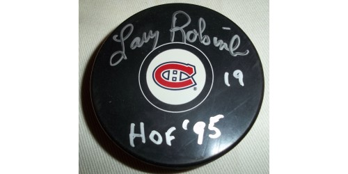 Larry Robinson signed puck (SFC10148)