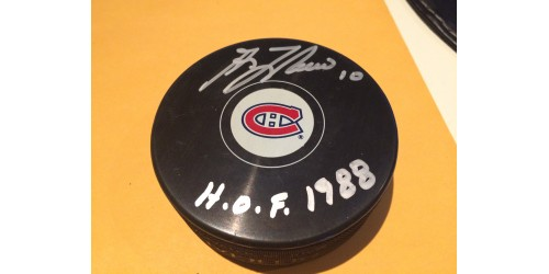 Guy Lafleur signed puck (SFC10369)